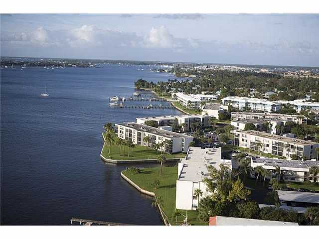 Circle Bay Yacht Club - Stuart, FL Condos for Sale