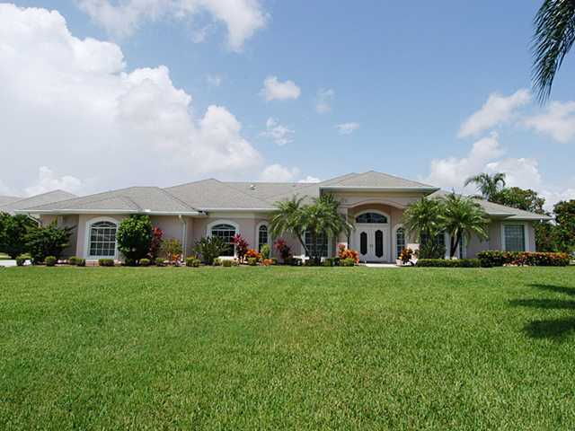 pinecrest lakes homes for sale in jensen beach